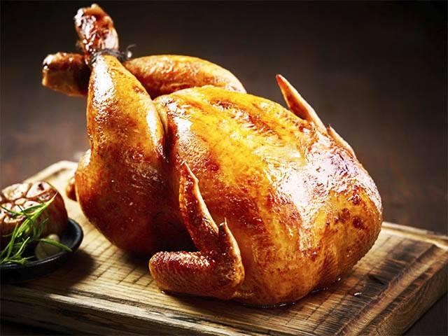 Запекаем в духовке целую курицу с чесноком (а также с лимоном и зеленью)