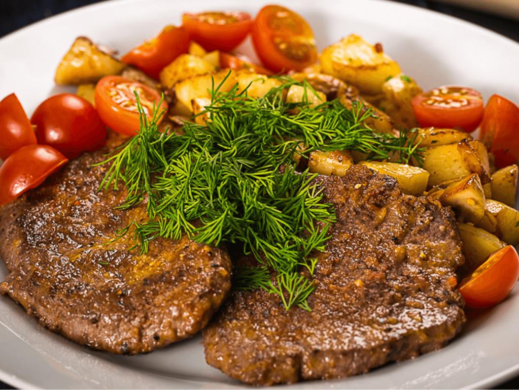 рецепты мясных блюд на сковороде с фото следует отдавать классическим