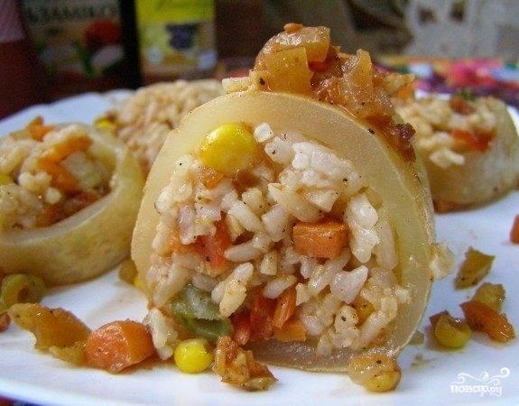 Кальмары, фаршированные рисом с овощами