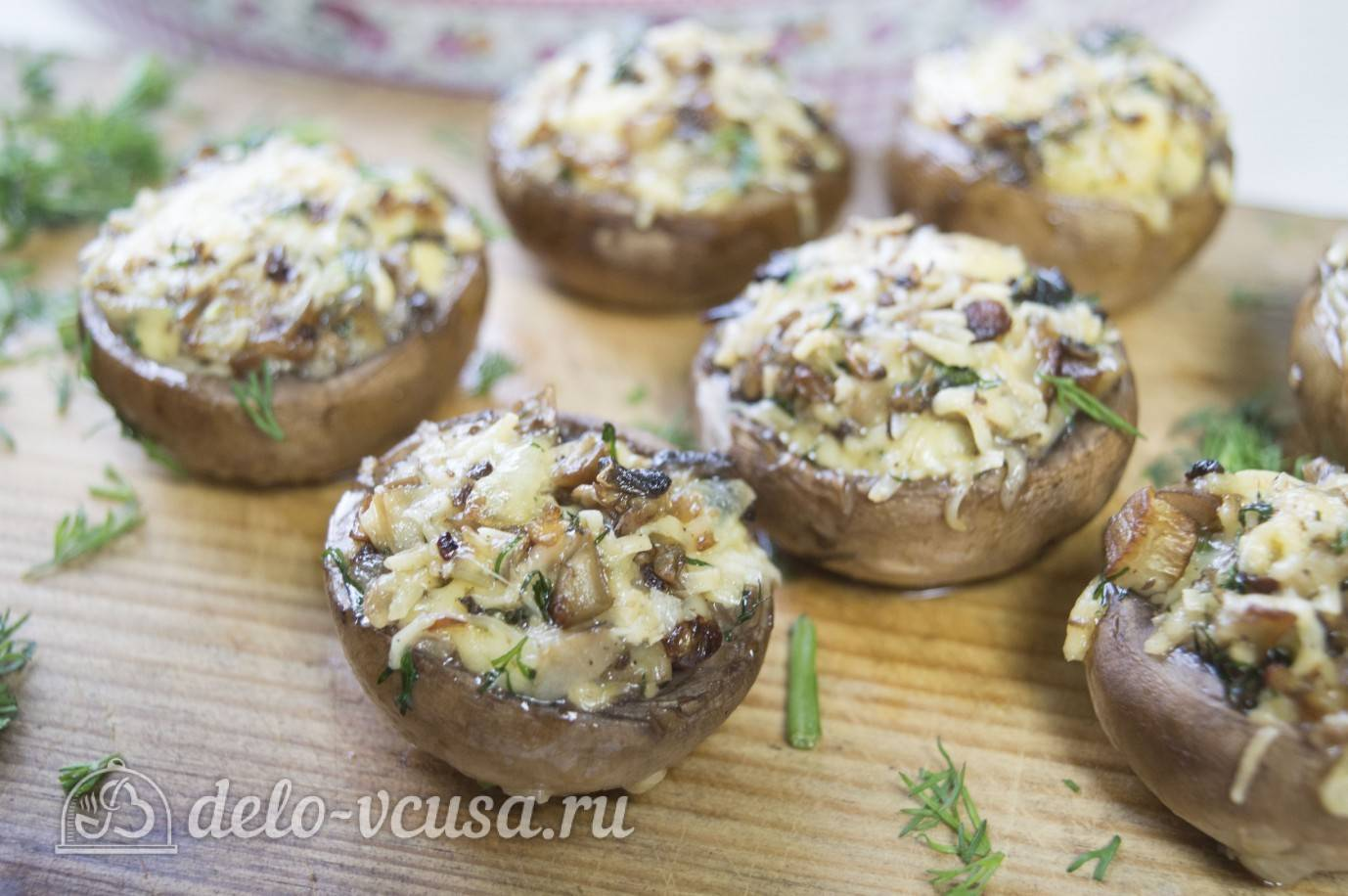 Фаршированные шампиньоны с курицей, сыром, семгой - рецепты в духовке или на мангале