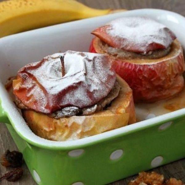 Запеченные яблоки с сахаром и корицей в духовке