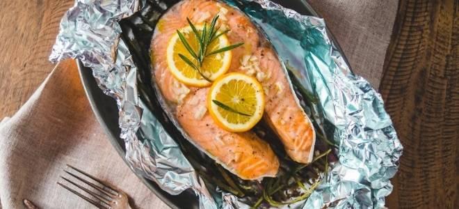 Сочный и ароматный лосось, запеченный в фольге в духовке — оригинальный рецепт