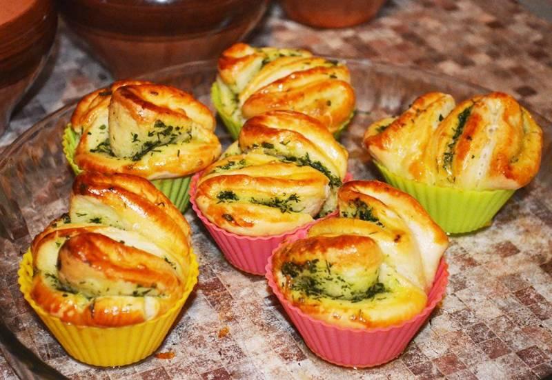 Булочки с сыром, чесноком и зеленью – простой домашний рецепт