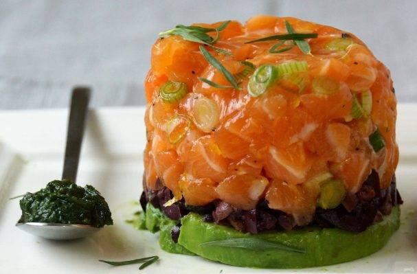 Тартар из лосося — вкусное французское блюдо с прекрасной подачей