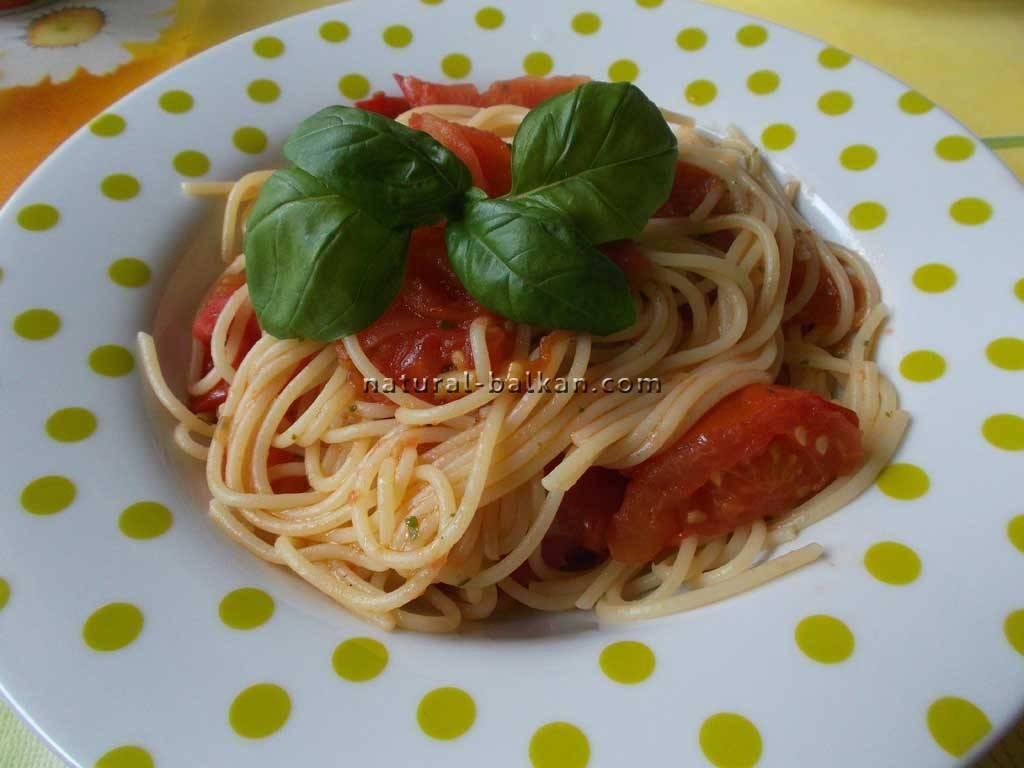 Паста со свежими помидорами