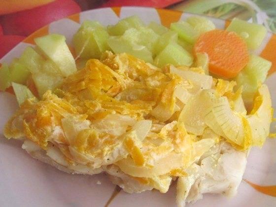 Минтай с овощами в духовке