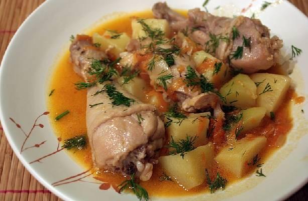 Тушёный картофель с курицей