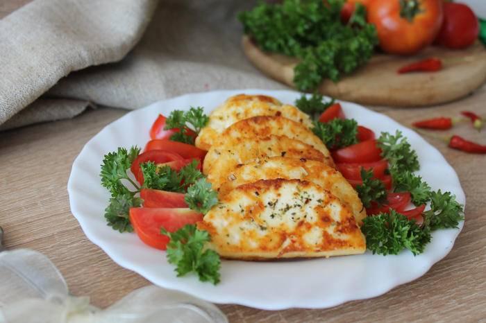 Адыгейский сыр, жаренный в панировке