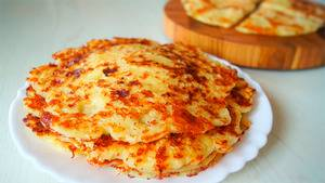 Лепешки с колбасой и сыром на кефире на сковороде