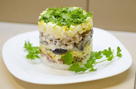 Салат с отварной скумбрией - рецепт с фотографиями - patee. рецепты