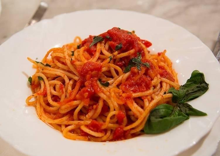 Спагетти смаслом ичесноком