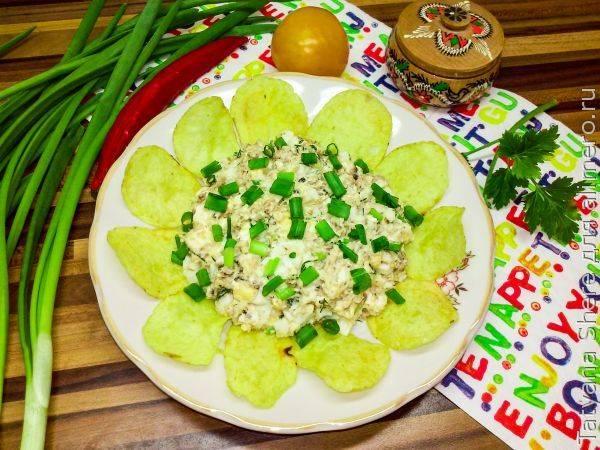 Быстрый и доступный салат «Подсолнух» со шпротами