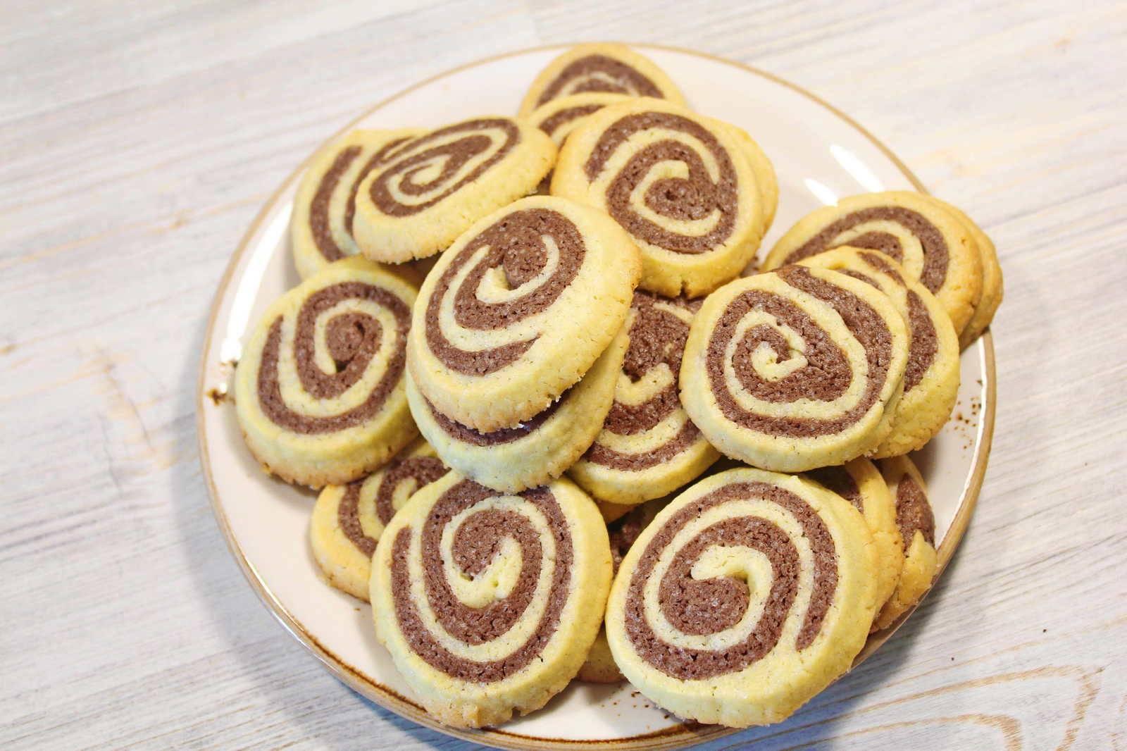 Печенье двухцветное