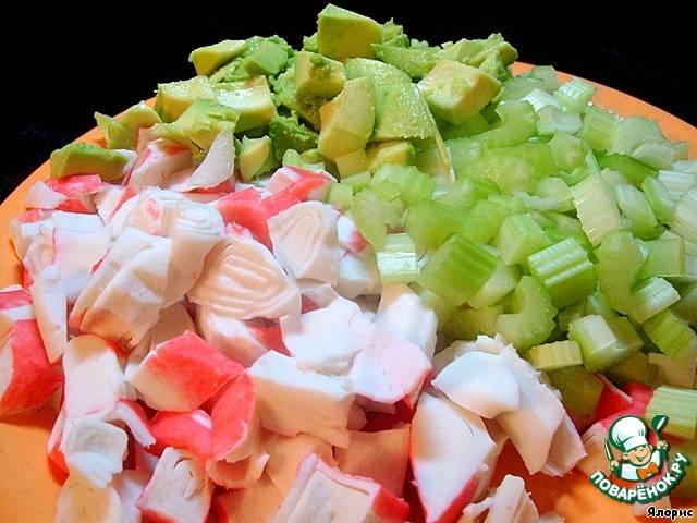 Быстрый крабовый салат с сельдереем