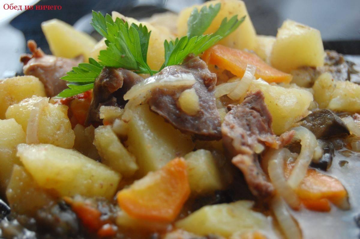 Свинина в горшочке в кефирно-чесночном соусе