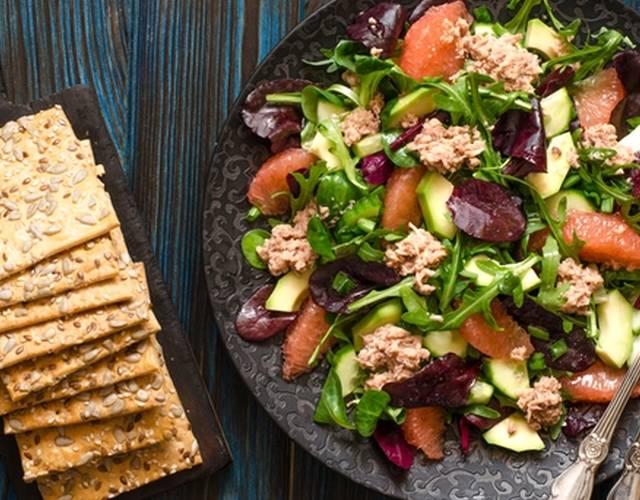 7 ярких салатов с тунцом и огурцом