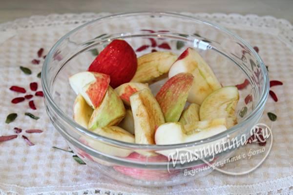 Кусать червивые яблоко