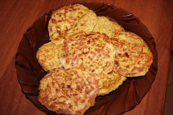 Вкусные картофельные драники с кабачком, зеленью и чесноком