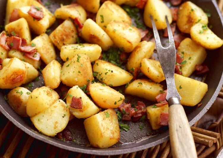 Картошка с салом на шпажках в духовке