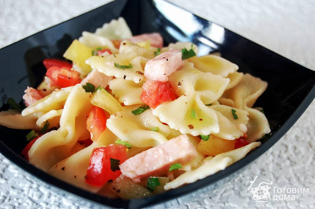 Салат с макаронами, ветчиной и болгарским перцем - 7 пошаговых фото в рецепте