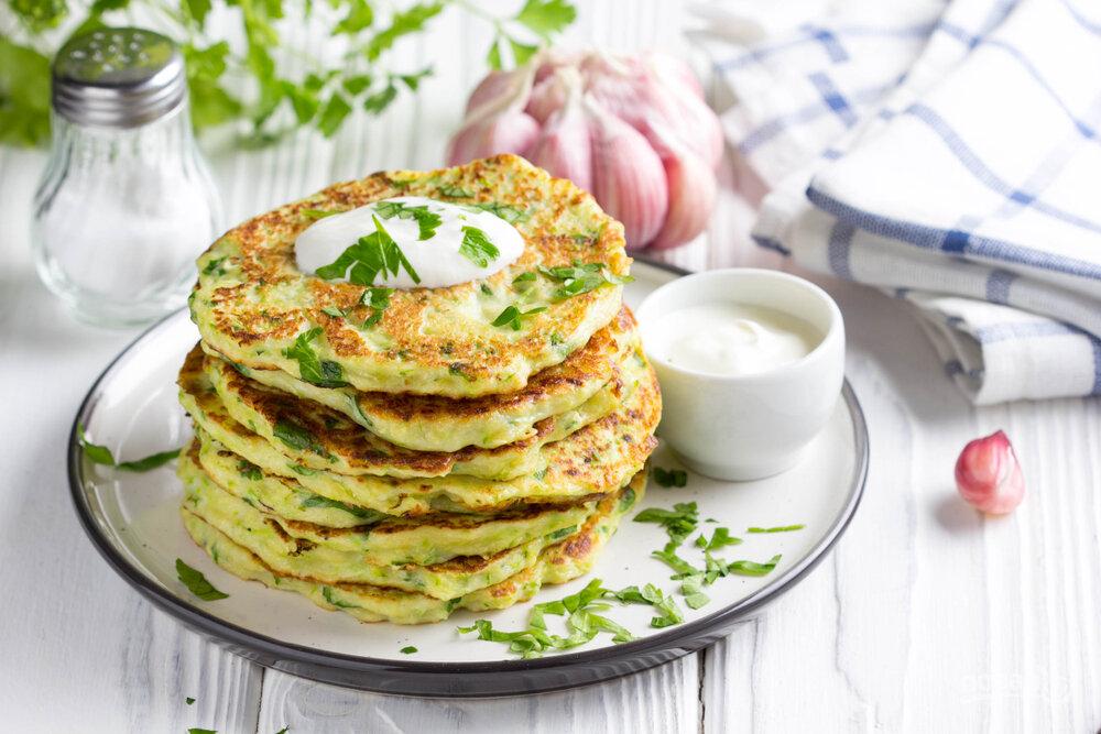 Кабачковые оладьи — быстрые и вкусные рецепты приготовления оладушек в духовке