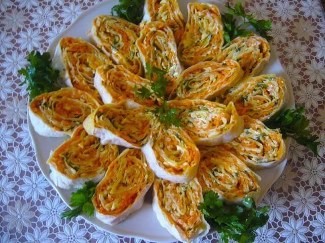 Рулет из лаваша с ветчиной, сыром и морковью