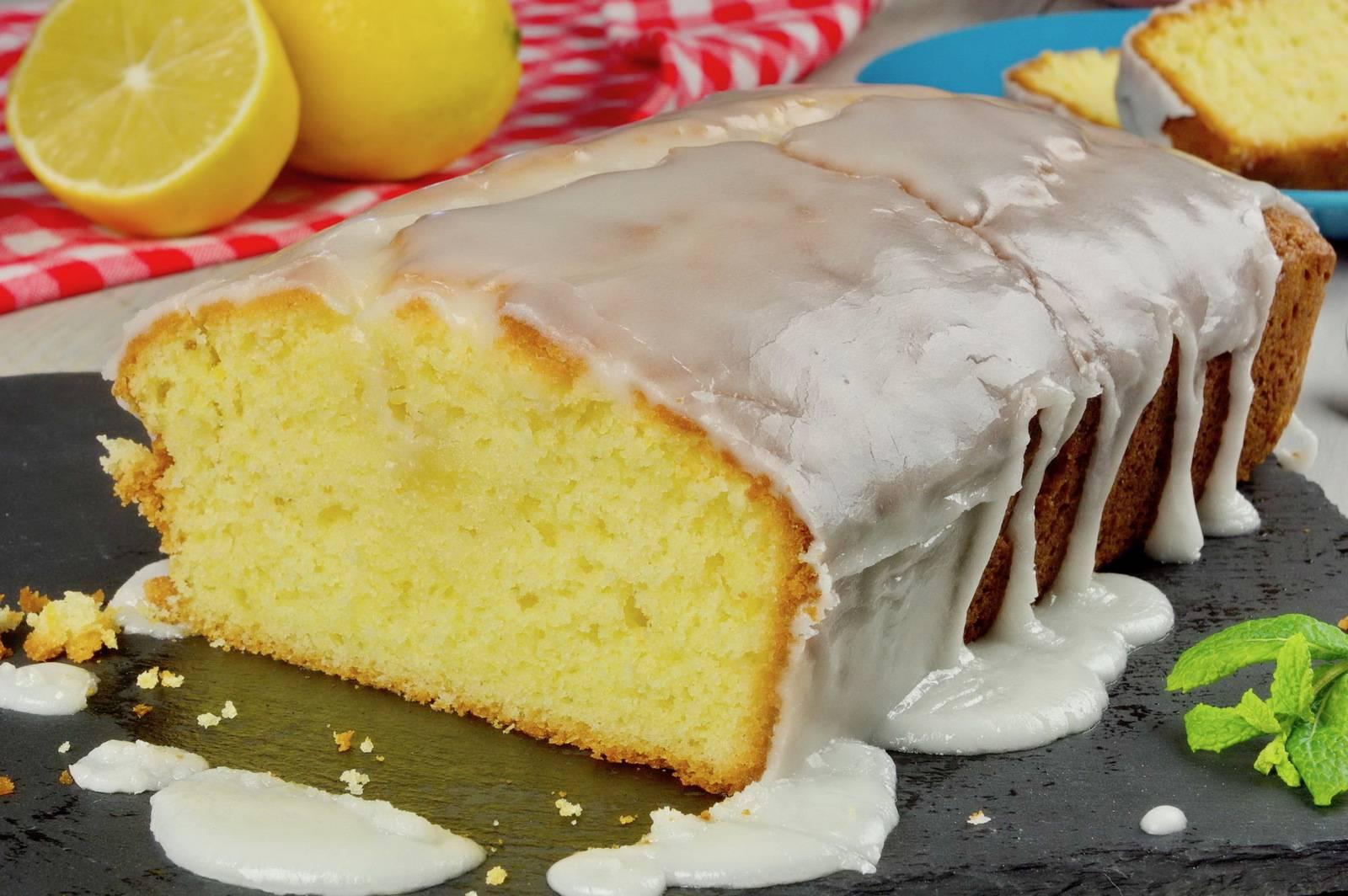 Быстрый лимонно-ореховый торт из слоеного теста