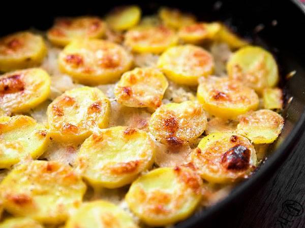 Картошка с чесноком в духовке: рецепты приготовления с фото