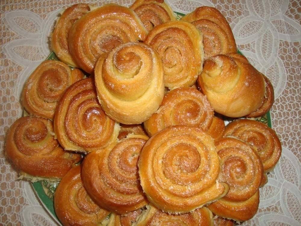 Ванильные булочки с творогом и изюмом