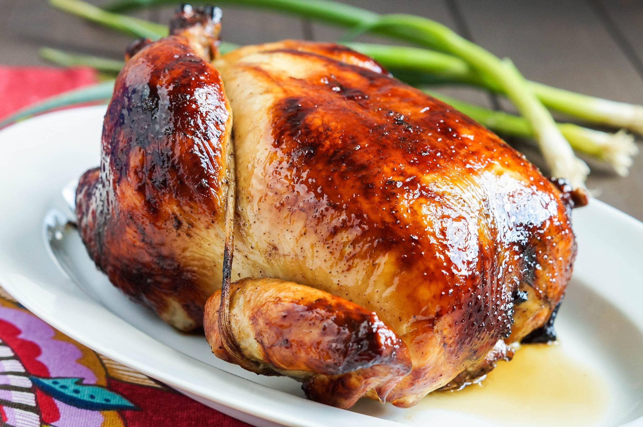 Курица целиком запеченная в духовке с хрустящей корочкой – 10 самых вкусных рецептов
