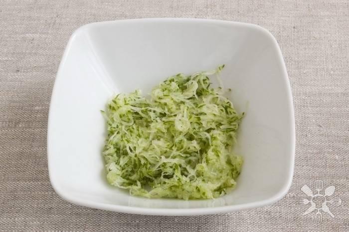 Соус из йогурта с зеленью и чесноком