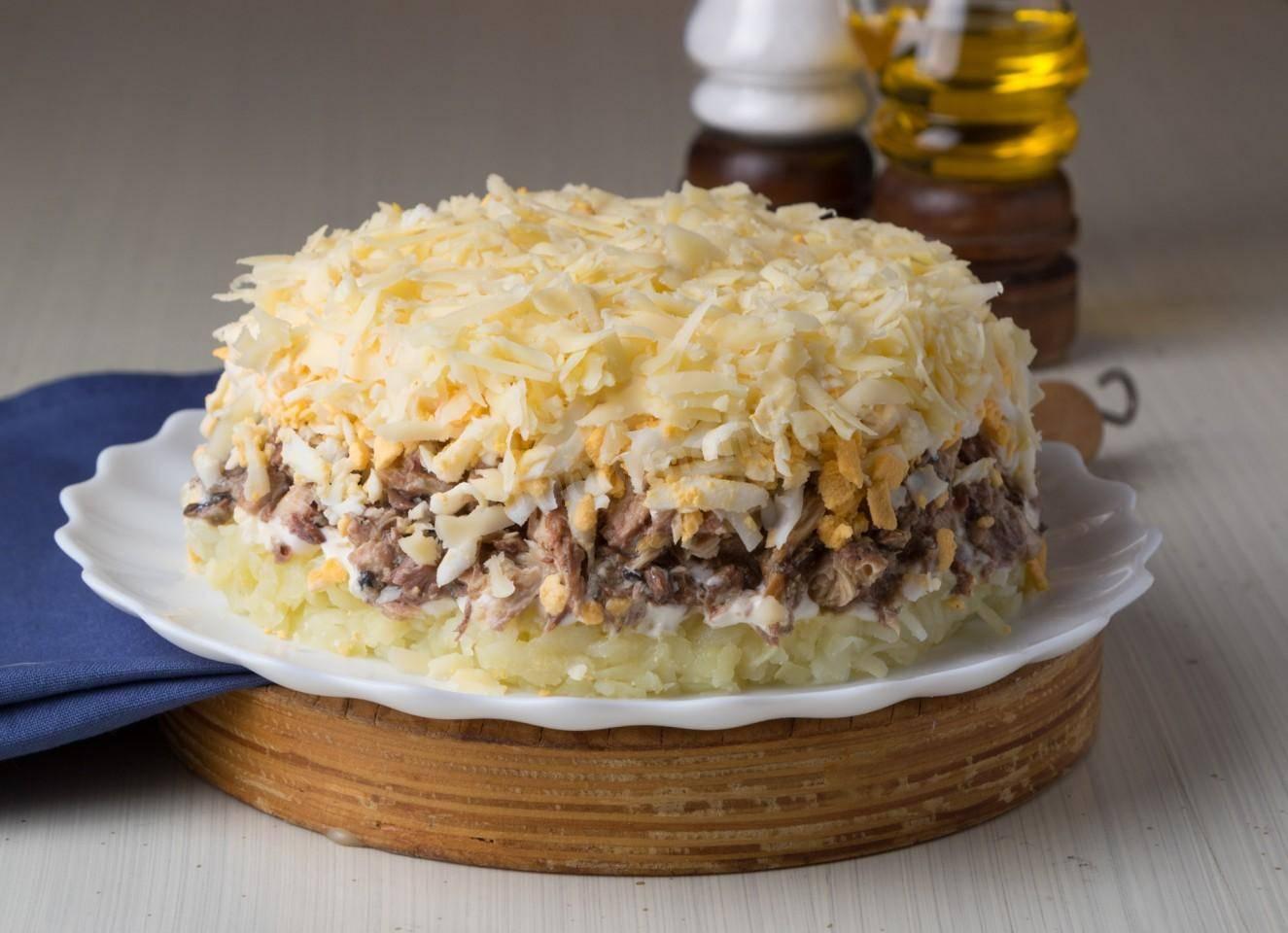 Салат с соленой скумбрией, вкусные рецепты с фото