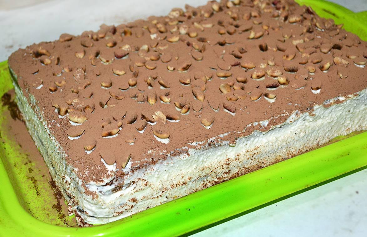Пирог из творожного теста с брусникой