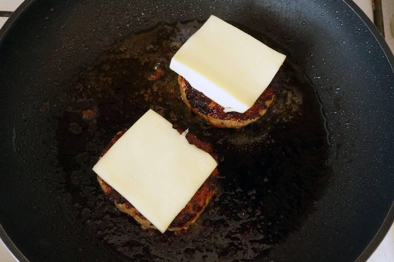 Бургеры с курицей, беконом и голубым сыром! невозможно остановиться!