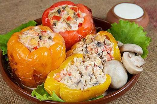 Перец, фаршированный рисом и овощами: рецепт с фото, секреты приготовления
