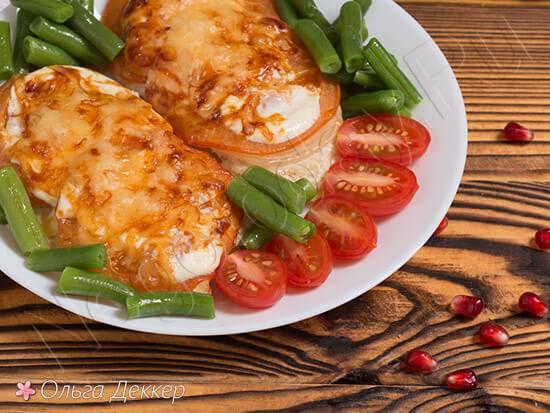 Куриное филе с помидором и сыром в духовке
