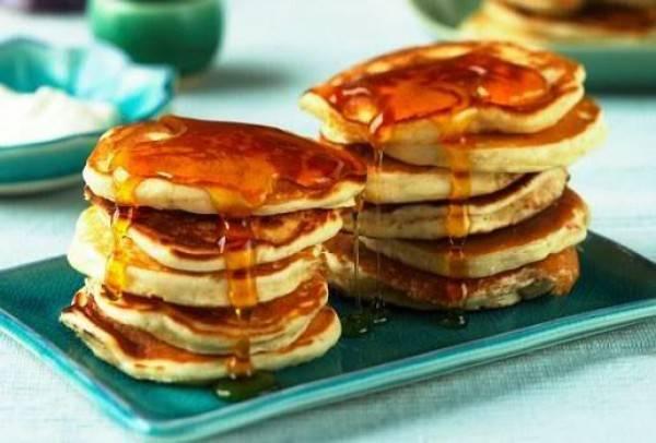 Пышные оладьи на кефире – лучший рецепт с бананом, яблоками и овсяными хлопьями