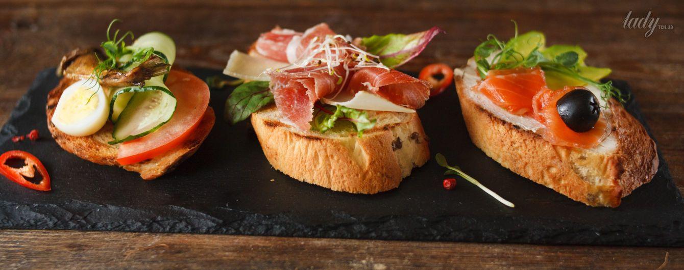 Бутерброды с крабовыми палочками,  сыром и сметаной