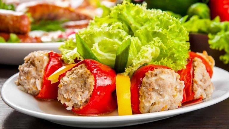 Болгарский перец, фаршированный мясом и рисом