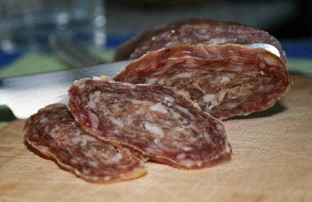 Домашняя колбаса: 2 рецепта в духовке. пошаговые фото. как сделать домашнюю колбасу своими руками
