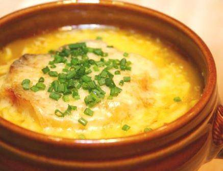 Популярный рецепт лукового супа для истинных гурманов