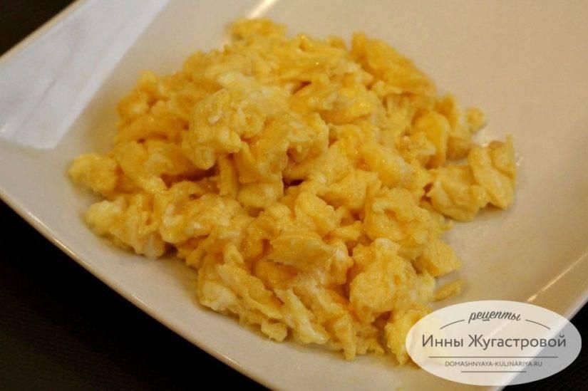 Как приготовить скрэмбл - быстрый и вкусный завтрак из яиц