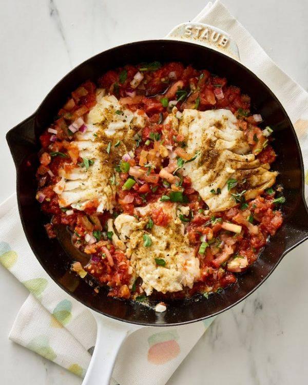 Идеальный ужин - тушеное филе трески с томатным соусом сальса