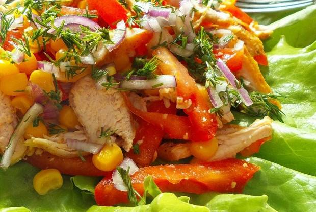 Салаты с куриной грудкой: рецепты с фото пошагово