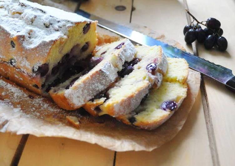 Моя бабушка готовит вкуснейший кекс со свежим виноградом: делюсь несложным рецептом