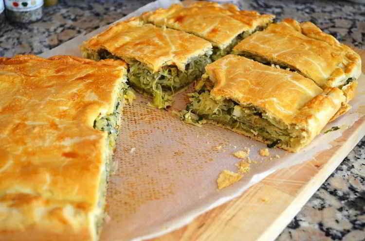 Печёные пирожки со свежей капустой
