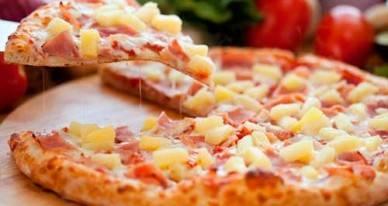 Пицца с анчоусами, маслинами и оливками