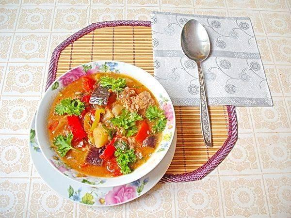 Летнее рагу с мясом и овощами