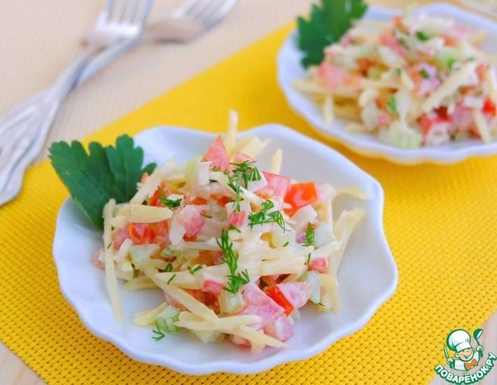 Салат крабы с креветками сельдереем и огурцом