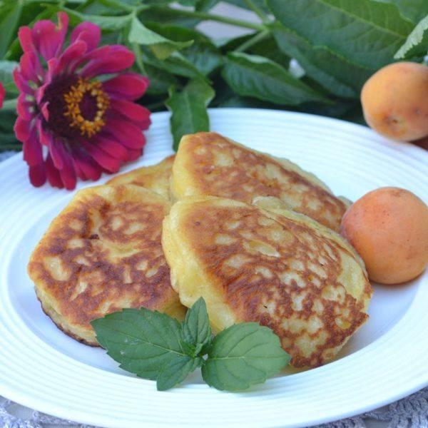 Пышные оладьи на дрожжах и воде – 5 рецептов на сухих и живых дрожжах